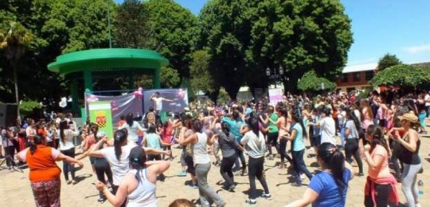 Zumbatón organizó municipio contra el cáncer de mamas
