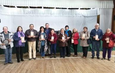 Comunidad que participó de los operativos oftalmológicos municipales, reciben sus lentes ópticos
