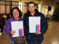 Familias reciben sus certificados para ampliar viviendas