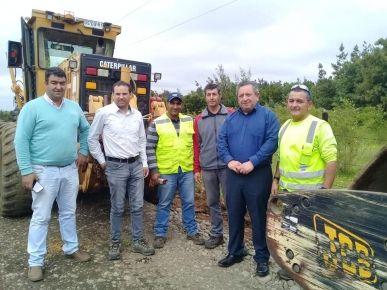 Gracias a gestión del municipio y vecino del sector, vialidad mejora camino 'el sótano' en Santa Bárbara
