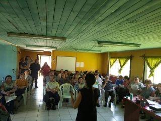 En la sede de la Junta de Vecinos de la Población Queuco, se realizó un taller de Capacitación sobre Reciclaje